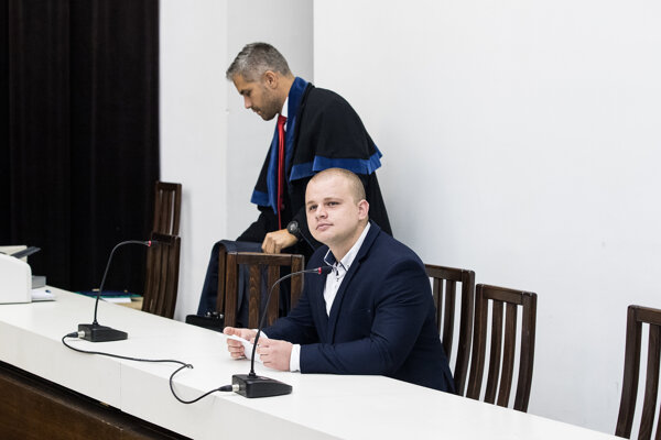 Mazurek so svojím obhajcom.