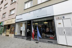 Na Obchodnej ulici v centre Bratislavy vo štvrtok 22. augusta 2019 oficiálne otvorili novú stanicu mestskej polície.