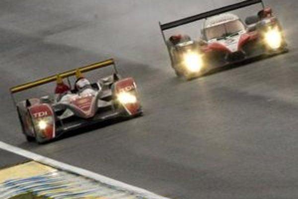 Naháňačka najlepších dvoch tímov  dramatizovala celé preteky. Audi sa od Peugeotu nevzdialilo na viac ako jedno kolo. Na rozdiel od minulosti bol rozostup v cieli (4m 31s) minimálny.