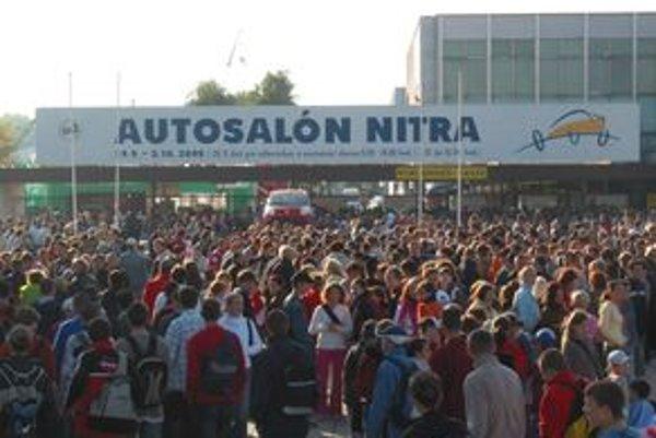 Autosalón Nitra je obľúbeným miestom na stretnutia Slovákov zo všetkých regiónov.