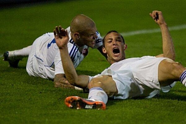 Aj vo futbale trvá šťastie tri sekundy. Tentoraz to predviedli Martin Škrteľ a Filip Hološko.