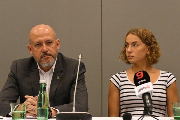 Plavkyňa Viktória Reichová a prezident SOŠV Anton Siekel.