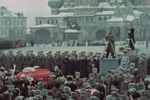 Pohreb Stalina z filmu Sergeja Loznicu.