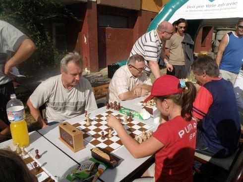 Šachový turnaj počas hodov.