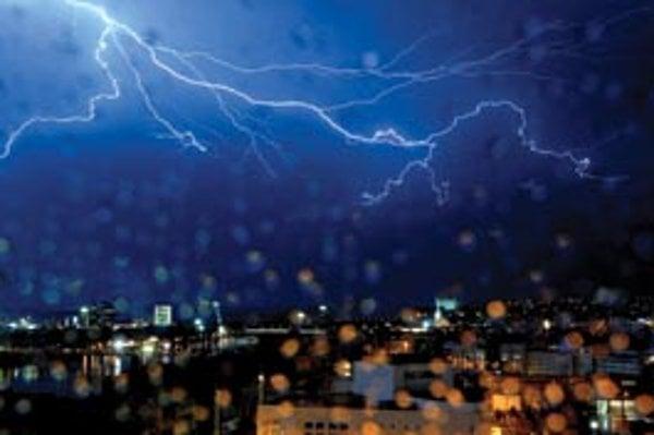 Letná búrka nad Bratislavou