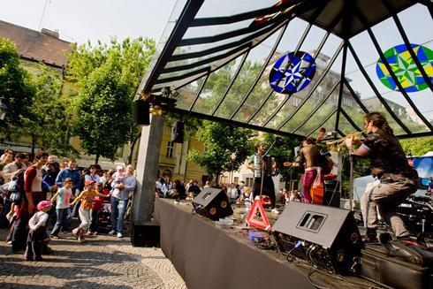 festival_res.jpg