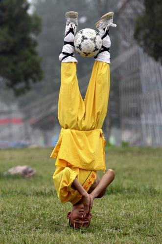 kungfu_futbal.2.ap.jpg