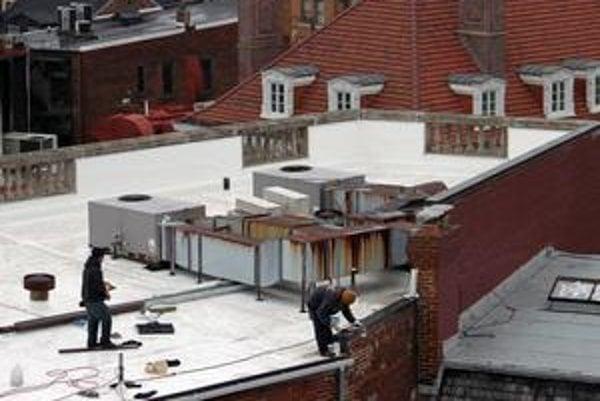 Biela strecha zatiaľ vyzerá nezvyčajne, no možno si časom na tento pohľad zvykneme. Záber je z Washingtonu.