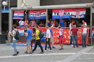 Chorvátski fanúšikovia obsadili viaceré podniky v centre.