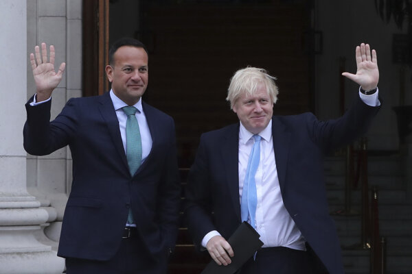 Britský premiér Boris Johnson a írsky premiér Leo Varadkar.