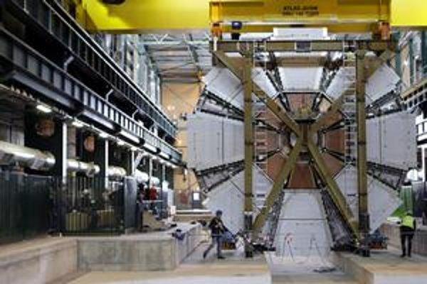 Veľký experiment možno fyzici spustia už cez víkend.