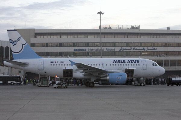 Liteadlo aaeroliniek Aigle Azur na letisku v irackom Bagdade.