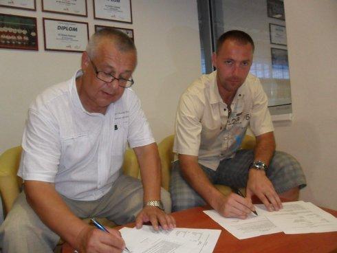 podpis-zmluvy_res.jpg