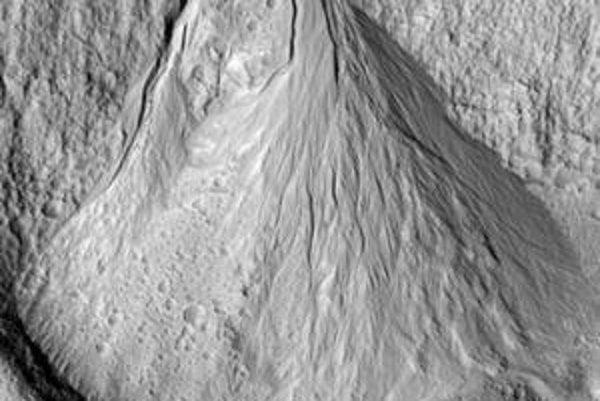"""Kilometrová oblasť Promthei Terra, v ktorej sa mala nachádzať voda """"len"""" pred 1,25 milióna rokmi."""