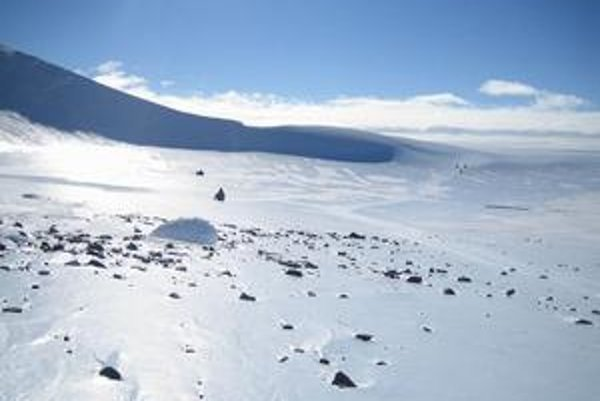 Vedci v Antarktíde, kde našli andezitové meteority.