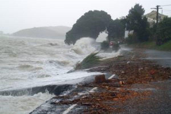 """Aj jednometrový vzostup hladiny morí znamená pre mnohé miesta tragédiu. Nejde však """"iba"""" o trvalé či dlhodobé zaplavenie, ale aj o v zraniteľných oblastiach až tisíckrát zvýšené riziko dočasných záplav, spôsobených silnými búrkami, ako pri tejto na Novom"""