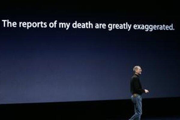 """""""Správy o mojej smrti boli prehnané"""" hlásal nápis na septembrovej konferencii Apple v San Franciscu."""