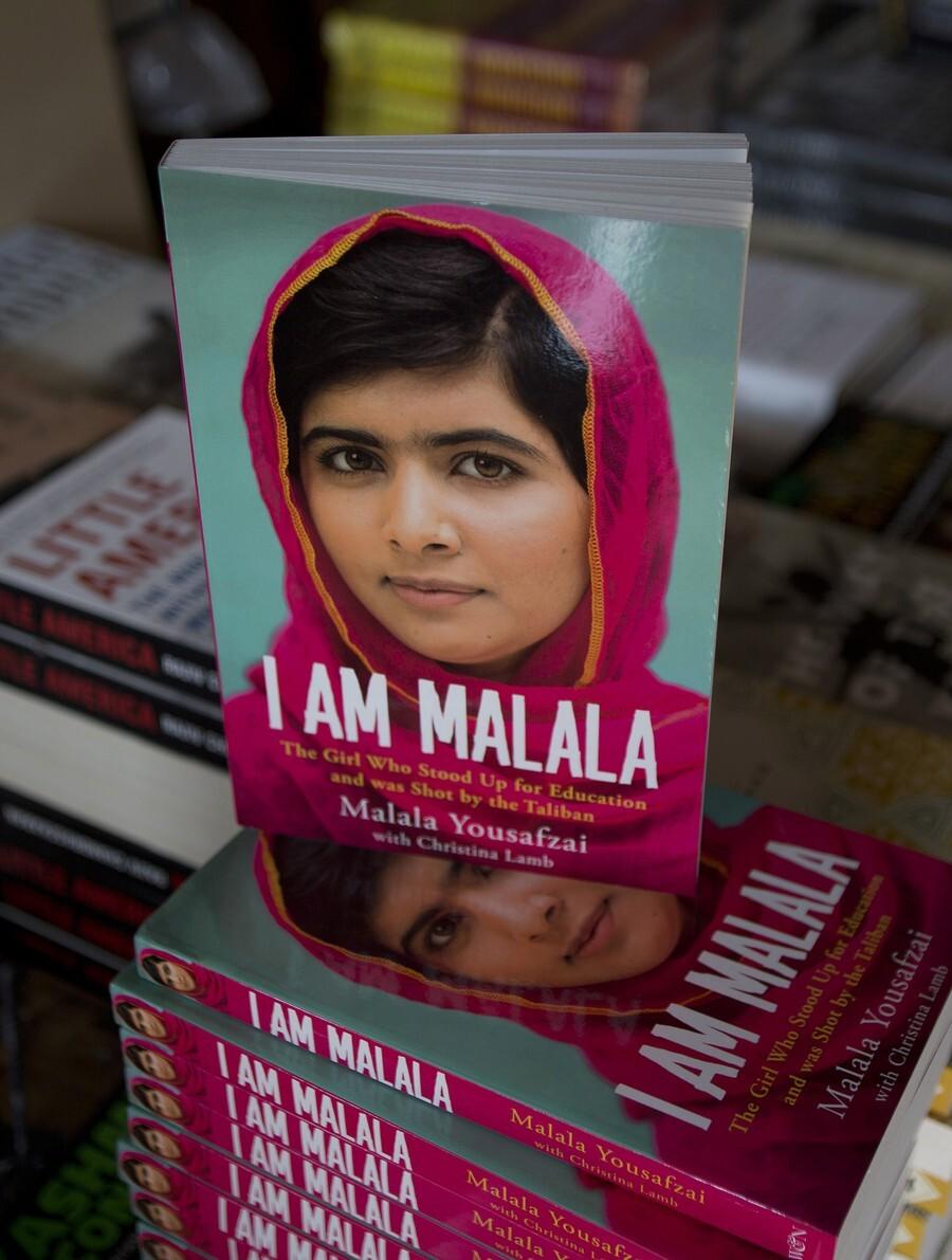 Malala rok po útoku napísala aj autobiografiu.