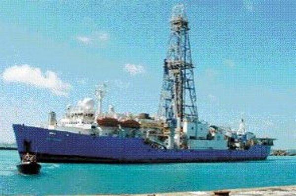 Vzorky mikróbov zo sedimentov pod dnom Atlantiku pri Newfoundlande vedci získali vrtnou súpravou na palube výskumnej lode JOIDES Resolution, upravenom plavidle, ktoré kedysi slúžilo na hľadanie ložísk ropy.