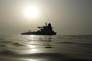 Iránsky ropný tanker Grace 1 kotví pri Gibraltárskom prielive.