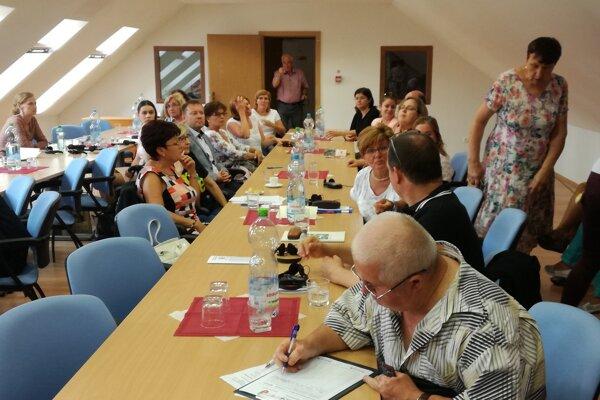 Súčasťou konferencie vkaštieli bola aj prezentácia historickej pamiatky vmeste Oroszlány.
