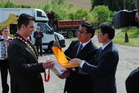 bako_cinsky-velvyslanec-vo-flameshoes_mh_r2923_res.jpg