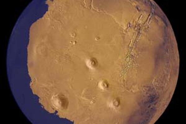 Rekonštrukcia Marsu pred vyše 2 miliardami rokov s oceánom,ktorému dnes zodpovedajú planiny okolo severného pólu. Vľavo dolu pri pobreží vidno Olympus Mons na svahu Tharsis, v strede