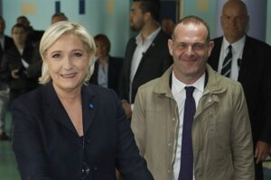 Marine Le Penovoá a Louis Aliot.