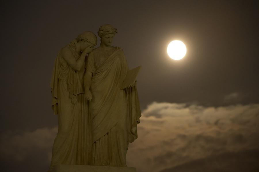mesiac1.jpg