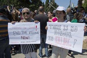 Demonštrantky v Ramalláhu žiadajú spravodlivosť pre vrahov Isráay Ghrajibovej.