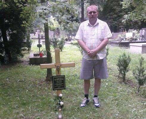 pri hrobe