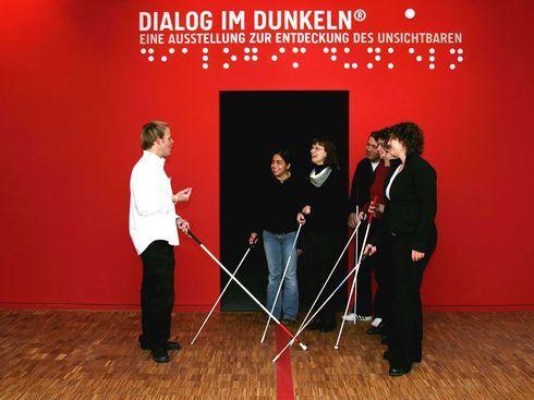 dialog_im_dunkeln_einweisung1_r3333_res.jpg