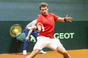 Henri Laaksonen proti Slovákovi Andrejovi Martinovi v druhej dvojhre zápasu 1. skupiny euro-africkej zóny Davisovho pohára tenisových družstiev Slovensko - Švajčiarsko.
