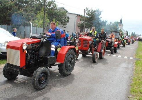 miko_traktory-kolona3_120515_res.jpg