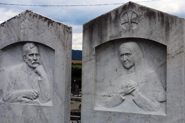 Jozef Damko vytvoril aj náhrobné kamene na hrobe svojich rodičov v Nitrianskom Pravne.