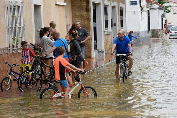 Juhovýchod Španielska sužujú záplavy.