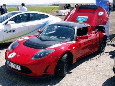 elektromobil---tesla-roadster_r4146_res.jpg