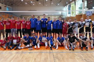 Tri najlepšie tímy na turnaji kadetov - zľava Púchov, Nitra a víťazná Myjava.