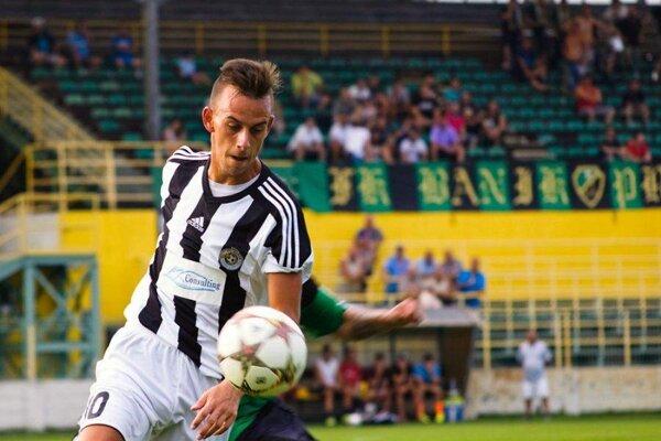 Pri lopte Andrej Turančík.