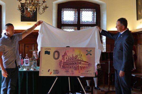 Bankovku predstavili v pondelok.