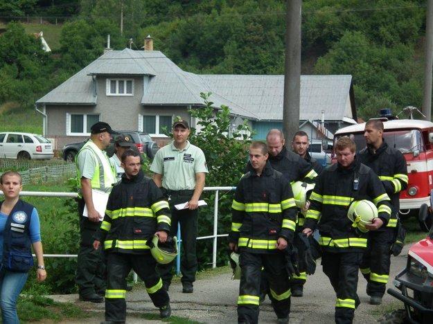 Medzi prvými boli pri zásahu červenokamenskí dobrovoľní hasiči.