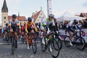 Cyklisti po štarte pretekov Okolo Slovenska 2019.