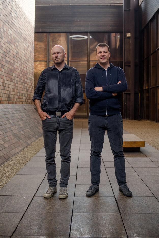 Ivan Medeši (vpravo) s vydavateľom Marošom Volovárom.