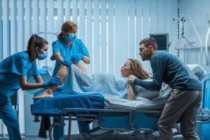 Rodiace ženy mohli u nás partneri oficiálne sprevádzať až v novom miléniu. Zdravotníci im aj tak spočiatku nedôverovali.