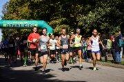 V popredí s č.  220 Gabriel Švajda, víťaz behu na 15 km.
