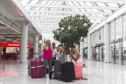 Turisti Thomas Cook na letisku v Palma de Mallorca.