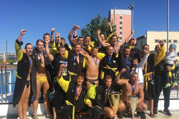 Hornets oslavujú zisk Slovenského pohára.