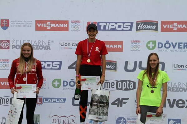 Mária Remeňová (v strede) získala dva slovenské tituly.