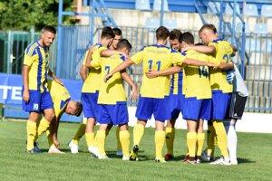 Po štyroch mesiacoch sa trebišovskí futbalisti konečne predstavia na svojom štadióne.