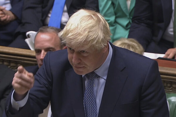 Premiér Johnson v parlamente.